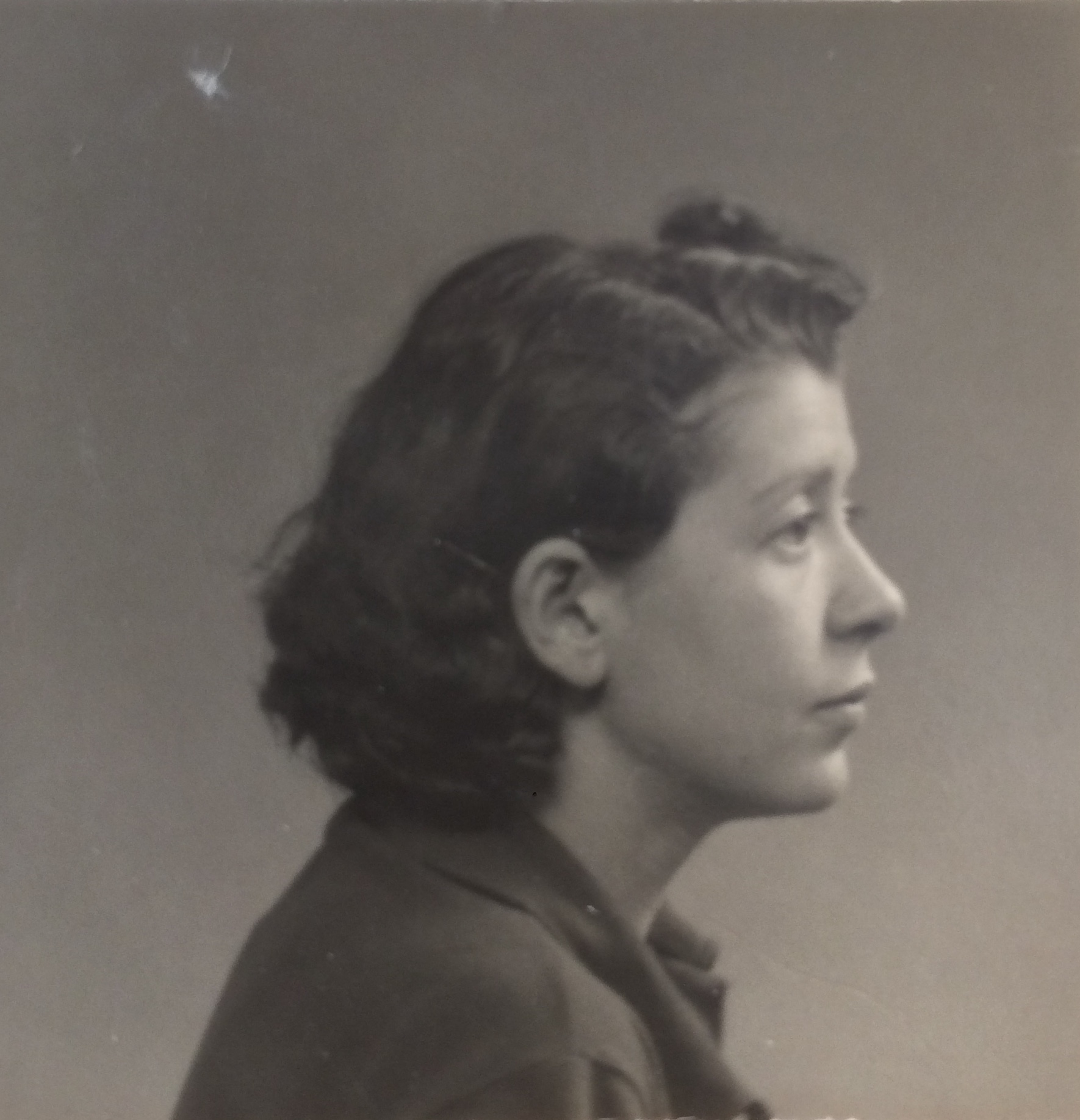 Nelly BARDACH 1938 Dossier de la Police de Sûreté [Archives Nationales, 199404340/086]