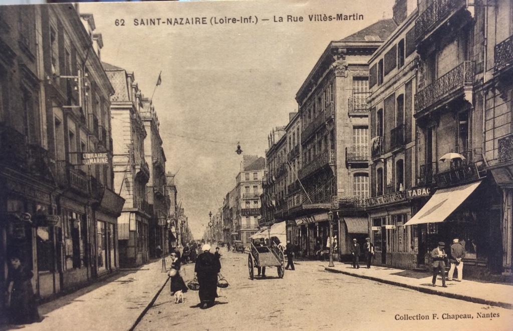Maison Modèle angle Rue des Quatre-Vents/Rue Villès-Martin © collection particulière Patrick Pauvert La boutique est à gauche juste après la Librairie de la Marine