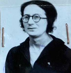 Yvonne ROSS mai 1939 [ADLA 8M112]